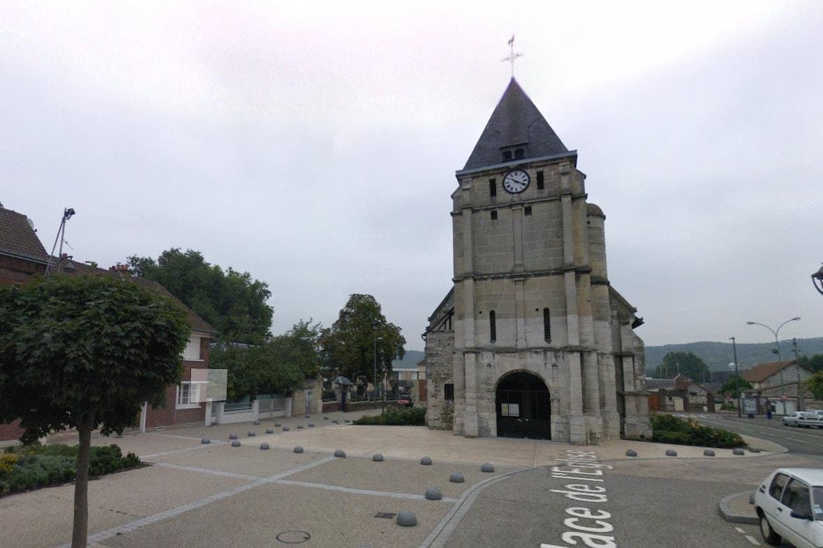 10349147-saint-etienne-du-rouvray-en-direct-un-pretre-assassine-trois-autres-personnes-blessees